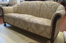 Väärikas kuldne sohva (Restaureeritud)